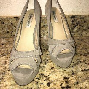 $130 Steve Madden P-Hayle Heels Gray Suede 9 EUC